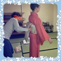 名古屋帯の練習です。自分で着るときと手が反対になるのでちょっと???でも、がんばりますよ~(^.^)